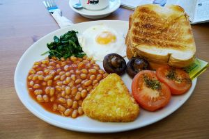 Here's one we missed from yesterday's Fried Breakfast post. The spinach is in the top left of the plate. The socks are, sadly, AWOL.