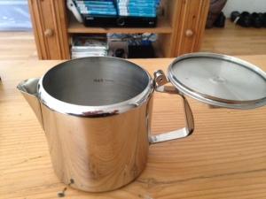 A lidded teapot.
