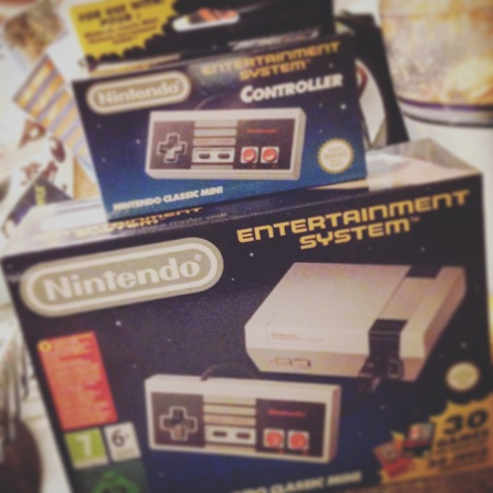 Nintendo Classic Mini NES box