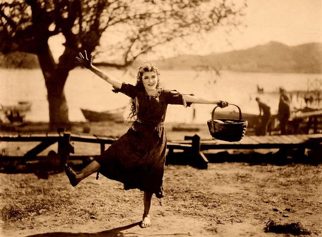 Mary Pickford dancing