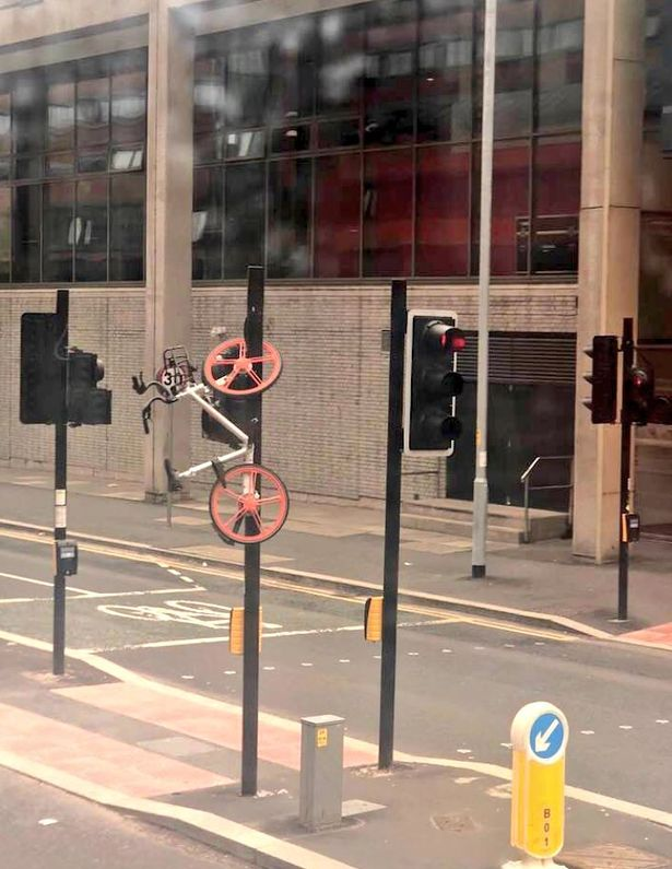 Mobike in Manchester on a traffic light
