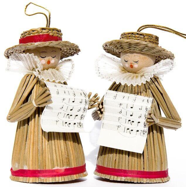 Toy figurines singing Christmas carols