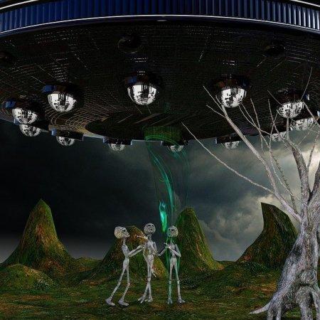 Aliens below a spaceship on Earth