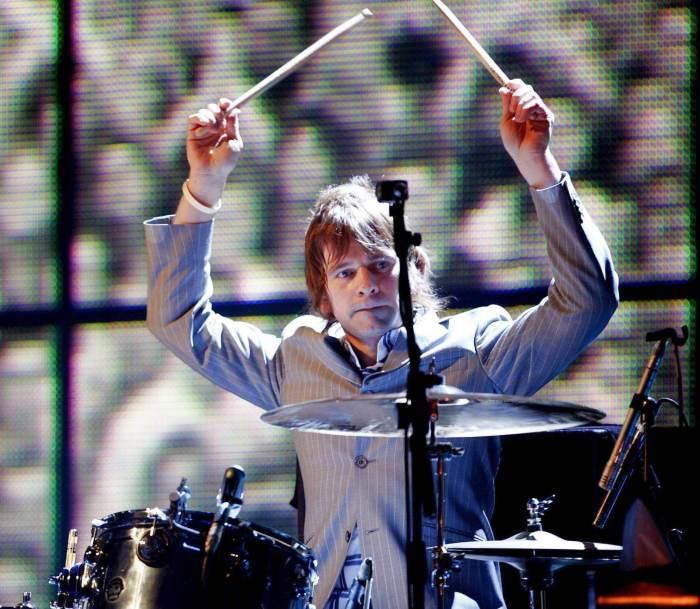 Zak Starkey drumming